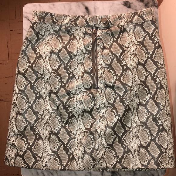 H&M Dresses & Skirts - Snake print skirt